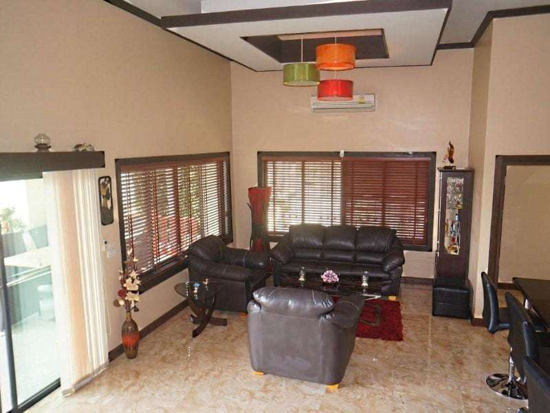 4 bedroom house for sale in Hua Hin lounge area