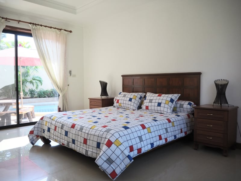 Villa for rent in Hua Hin with freeform pool - guest room