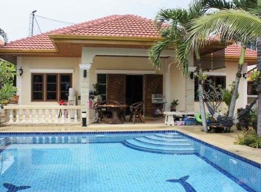 Swimming pool house for sale Hua Hin front view