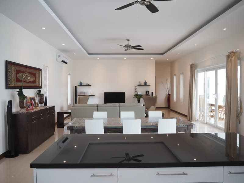 Stunning 4 bedroom Villa for sale in Hua Hin lounge