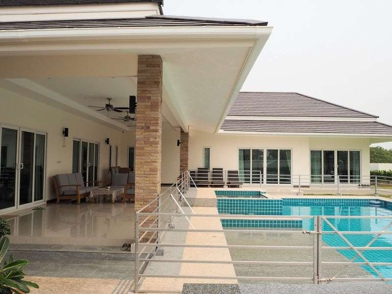 Stunning 4 bedroom Villa for sale in Hua Hin veranda