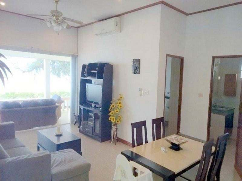 Beachfront house for sale in Hua Hin dining