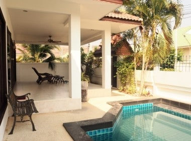 Remodelled pool villa for sale in Hua Hin pool
