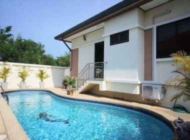 Cheap swimming pool villa for sale in Hua Hin pool view