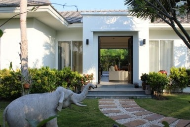 Beautiful pool villa for sale in Hua Hin front garden