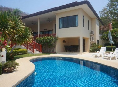 4 bedroom house for sale in Hua Hin Pool