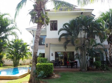 Pool villa for sale south of Hua Hin Dront pool view