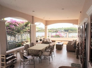 Upmarket house in Hua Hin for sale veranda dining