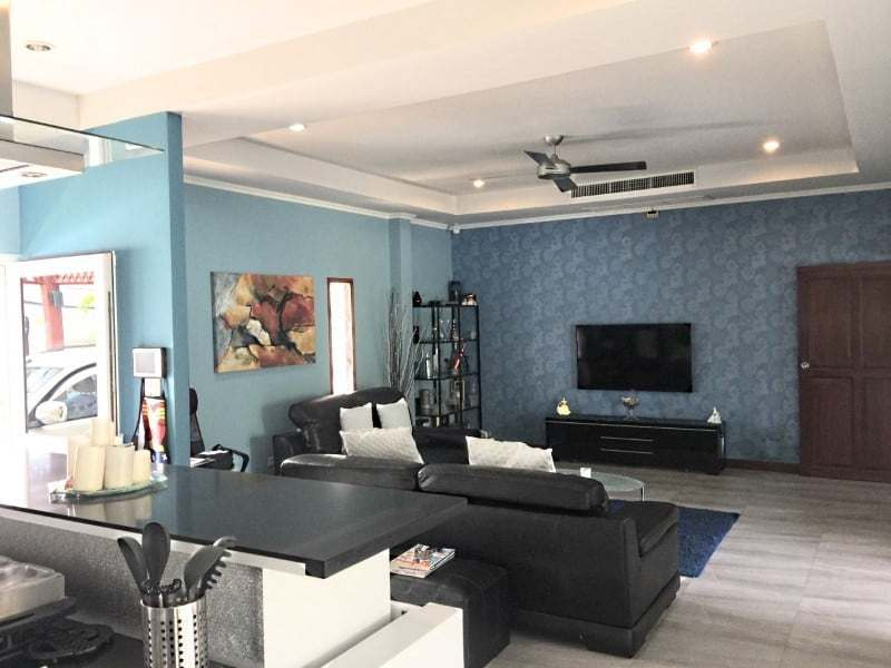 Upgraded swimming pool home in Hua Hin for sale tv
