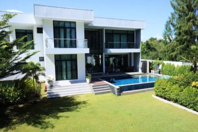 Beachfront villa for sale close to Hua Hin Pool View