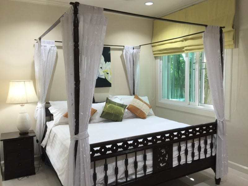 Luxury pool mansion for sale in Thailand four poster bed