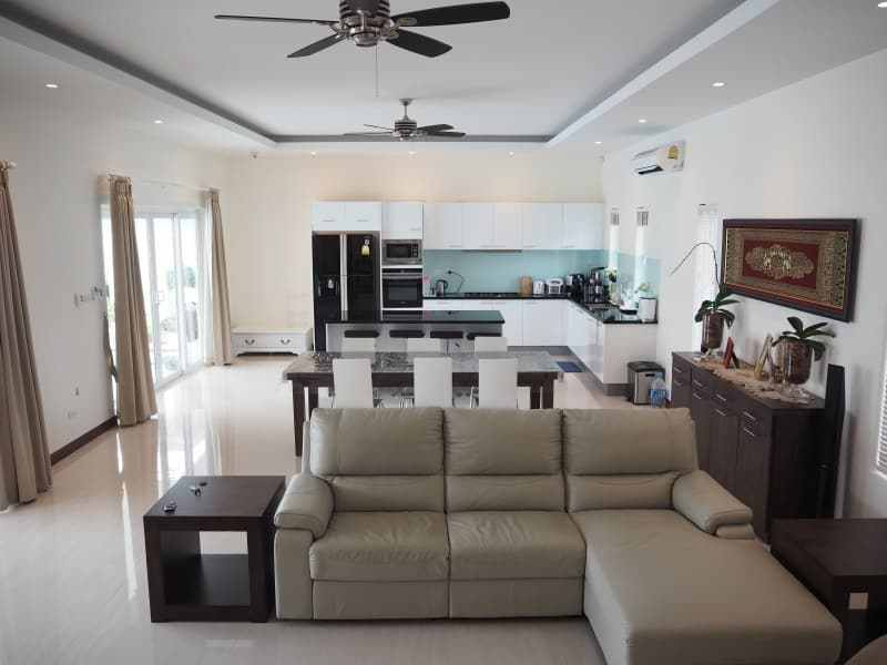 Stunning 4 bedroom Villa for sale in Hua Hin diner