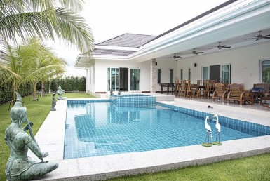 Palm Pool Villas house for sale Hua Hin pool