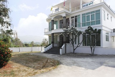 Large two storey house for sale in Hua Hin front