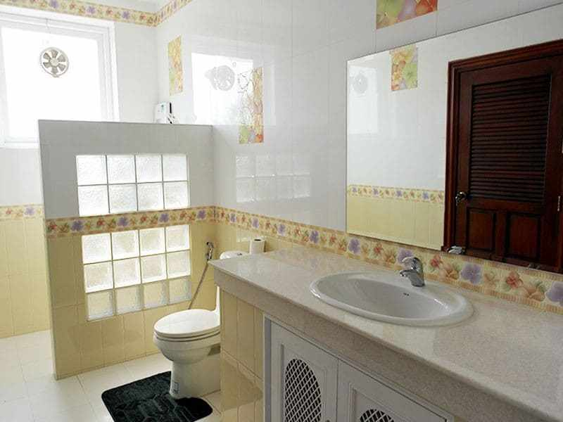 Large two storey house for sale in Hua Hin en suite
