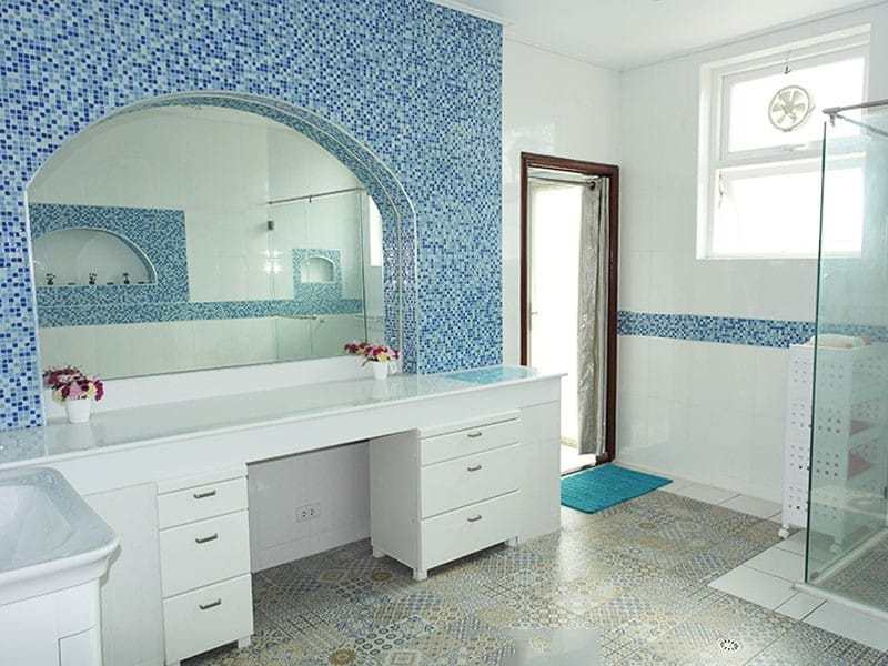 Large two storey house for sale in Hua Hin bathroom