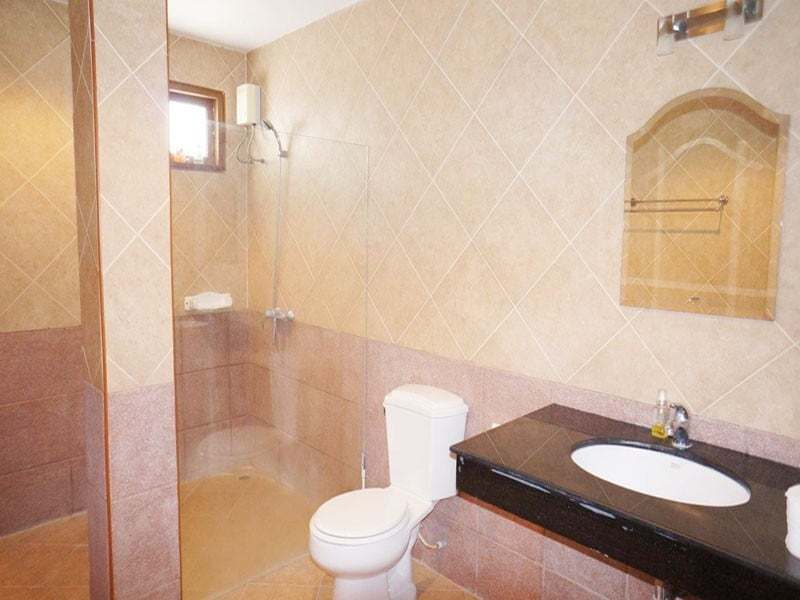 Modern home in good condition for sale in Hua Hin bathroom