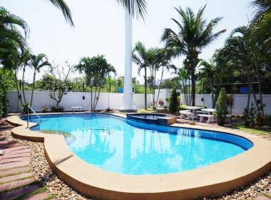 Modern home in good condition for sale in Hua Hin comunal pool