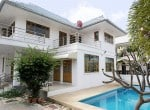House for sale in the center of Hua Hin side view