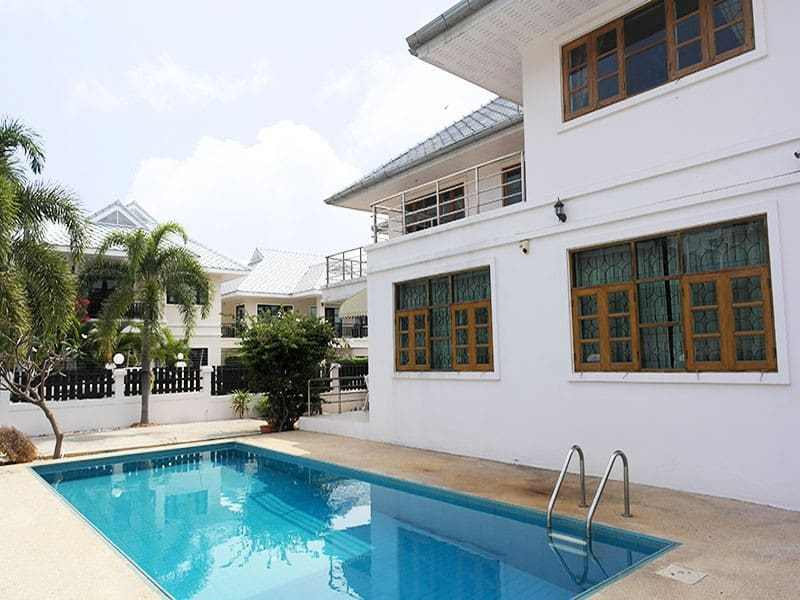 House for sale in the center of Hua Hin pool