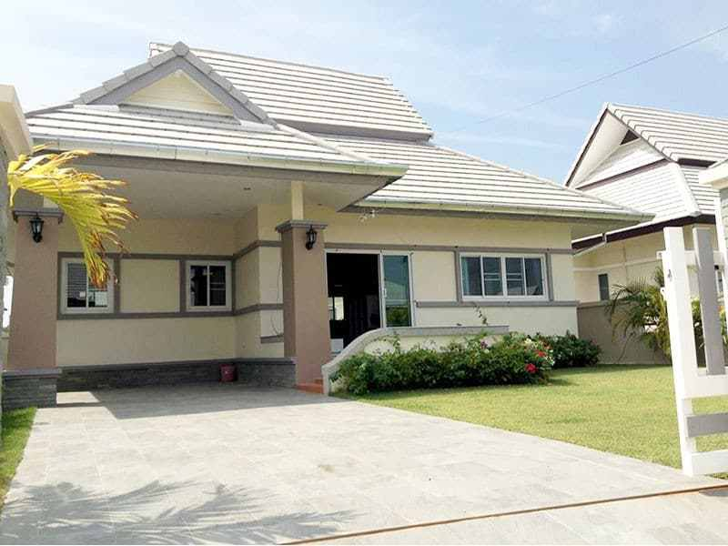 Nice basic home for sale in Hua Hin Thailand drive way