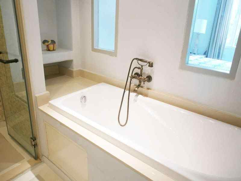 Beautiful condominium for sale in Thailand Hua Hin bath tub