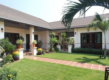 High quality home for sale in Hua Hin Thailand side angle