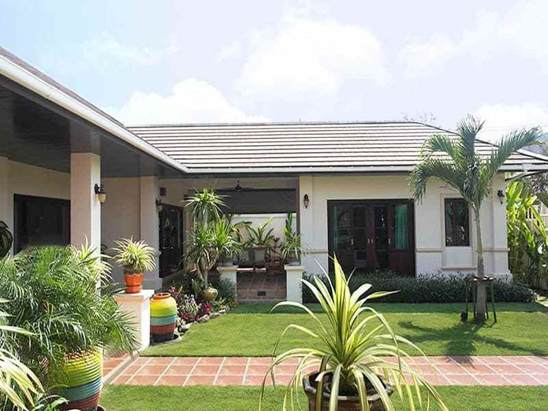 High quality home for sale in Hua Hin Thailand palm trees