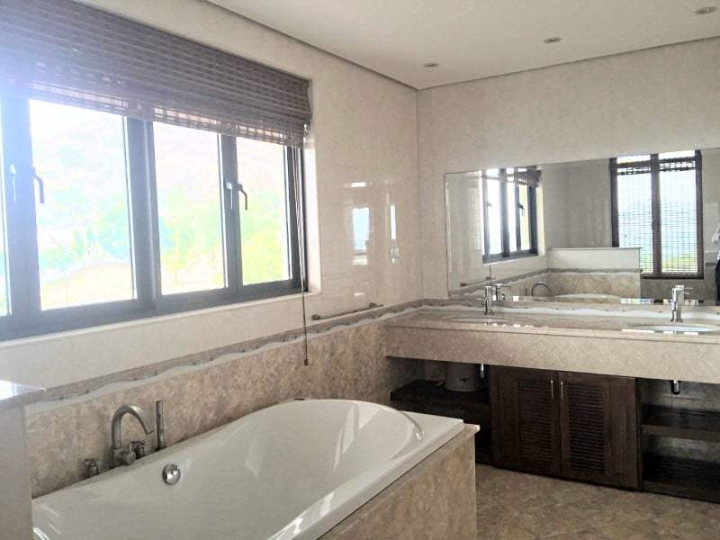 Massive condo for sale in Hua Hin lounge bathtub