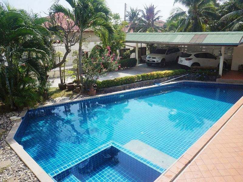 Pool villa for sale in Hua Hin jacuzzi