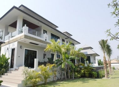 Double storey house for sale in good location in Hua Hin front