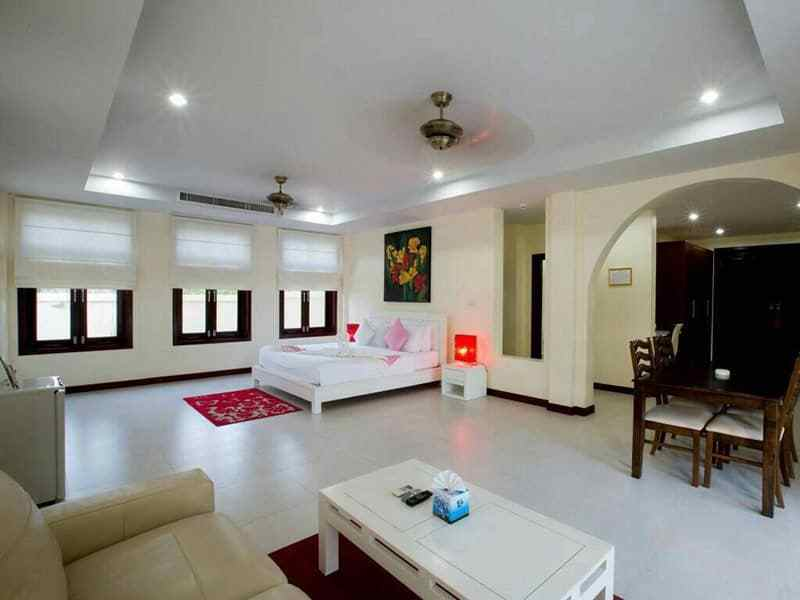 Huge Hua Hin villa for sale large pool bed 1