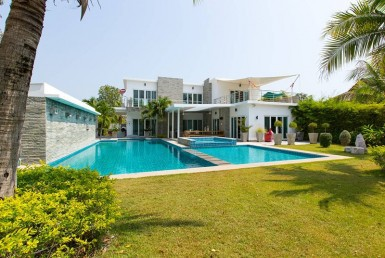 Luxury pool home for sale Hua Hin-Garden