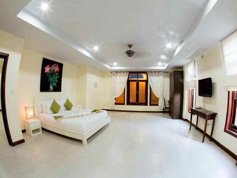 Huge Hua Hin villa for sale large pool bedroom 6