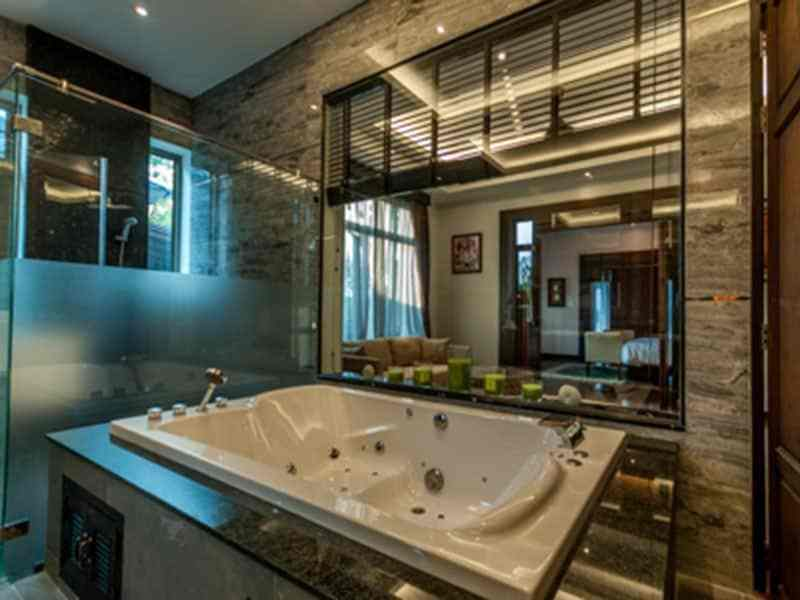 Luxury golf course villa for sale in Hua Hin jacuzzi tub