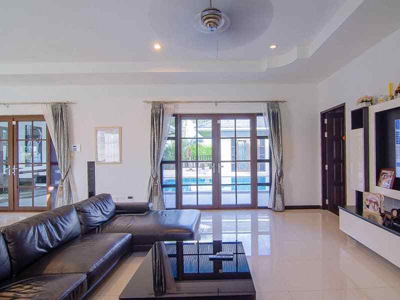 Palm Hills Hua Hin villa for sale living