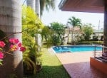 Pool villa for sale in Hua Hin palm trees