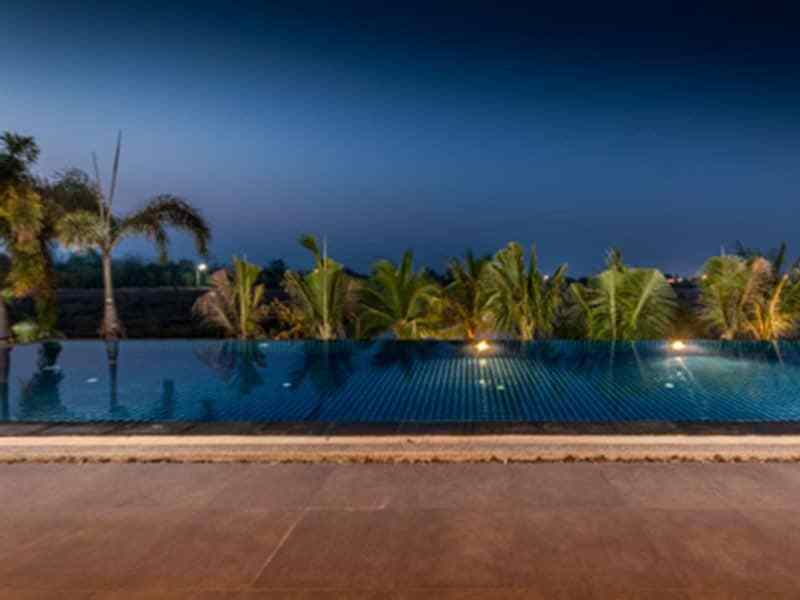 Luxury golf course villa for sale in Hua Hin infinity pool