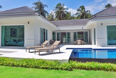 Beautiful villa in Sam Roi Yot for sale poolside