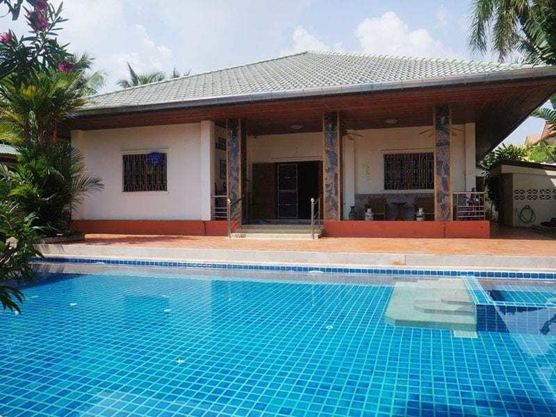 Pool villa for sale in Hua Hin rear view