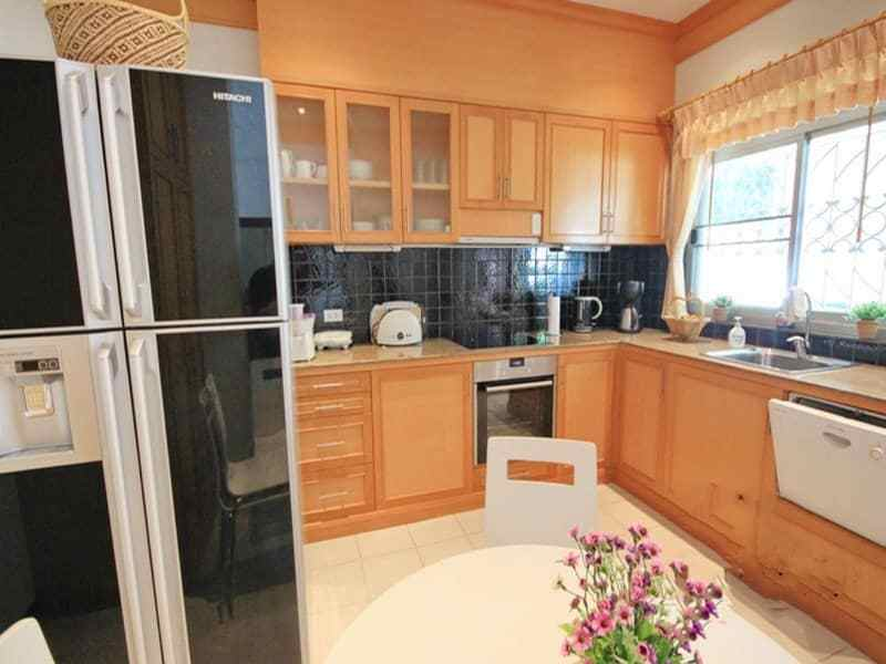 Small pool vila for sale in Hua Hin kitchen