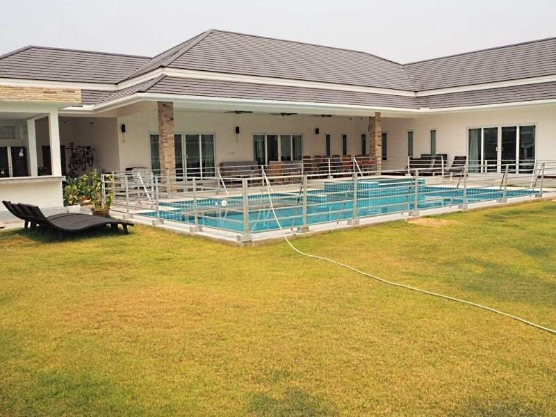 Stunning 4 bedroom Villa for sale in Hua Hin pool
