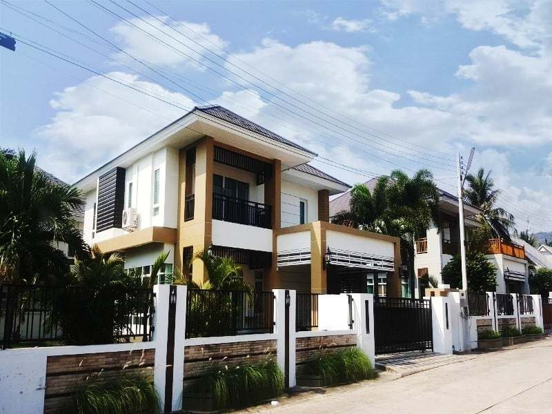 Modern townhouse Hua Hin for sale front