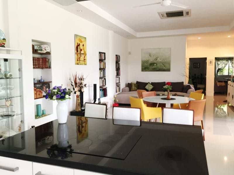 Hua Hin Avenue Gold villa for sale dining