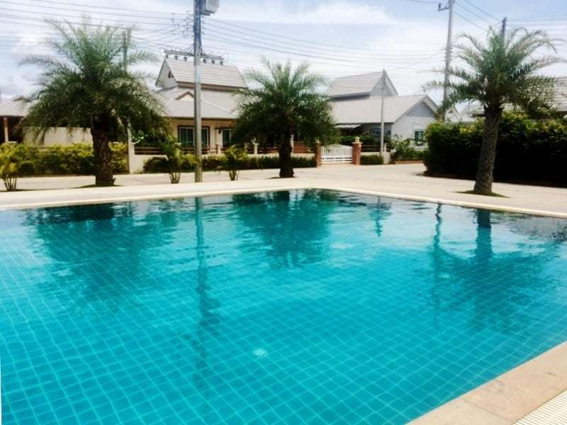 Low priced Hua Hin property for sale comunal pool