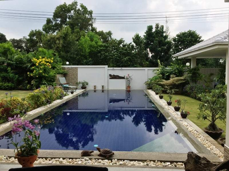 Hua Hin Avenue Gold villa for sale pool