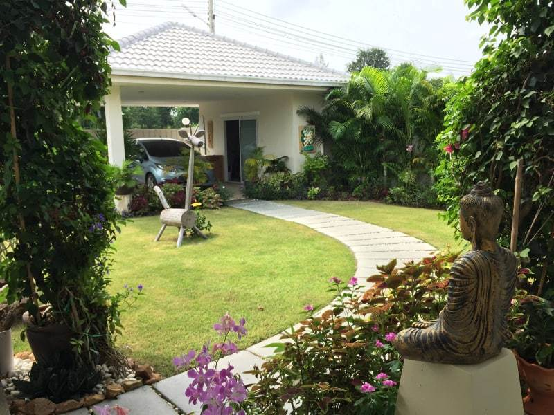 Hua Hin Avenue Gold villa for sale garden