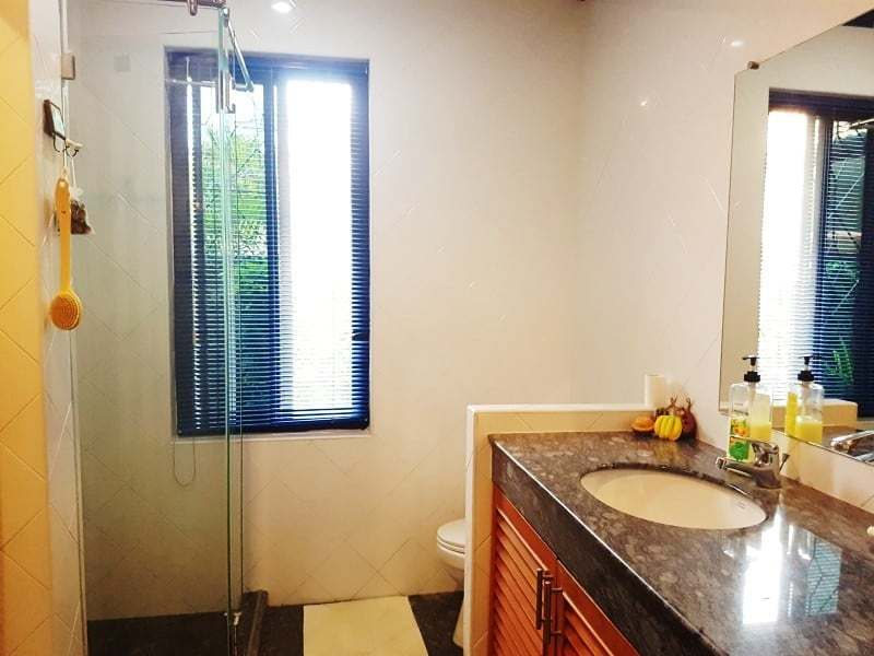 Mature Hua Hin house for sale shower