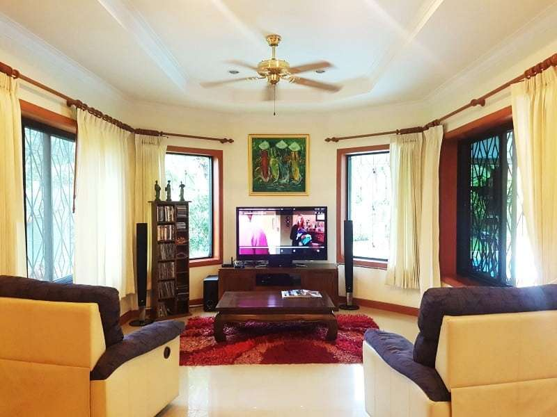 Mature Hua Hin house for sale lounge