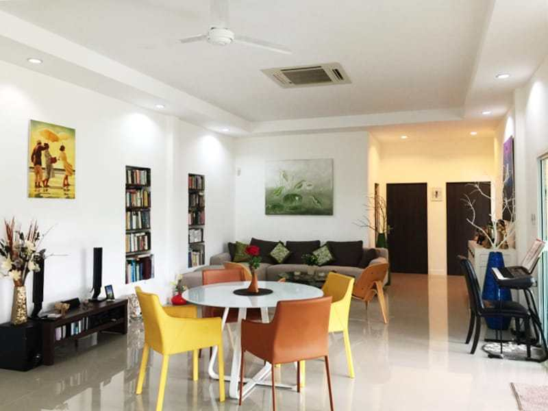 Hua Hin Avenue Gold villa for sale living